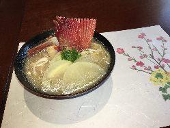 寿司だけでなく、趣向を凝らした一品料理も見逃せない。