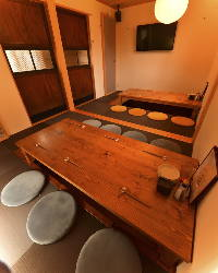 温かみのある和空間で、落ち着いた雰囲気の掘りごたつ個室