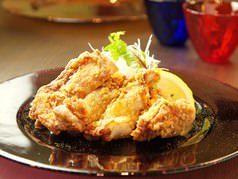旧地下食堂gentaの名物メニュー☆若鶏の一枚肉唐揚げもおすすめ