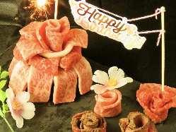 大切な記念日にサプライズで肉ケーキ!