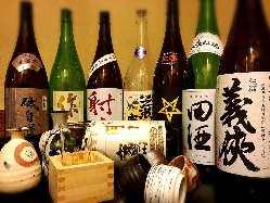 酒好きの店主が厳選する、全国各地の日本酒♪
