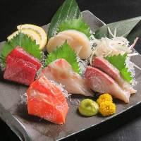 本日の鮮魚5点盛り 1,580円 日本酒とどうぞ♪