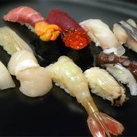 人気の握り【地魚の握り】は4,000円税別となります。
