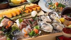 殻付き生牡蠣や穴子の薄造り、がんすや雨後の月などの広島名物