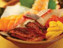 豪華メガ盛りのご当地海鮮丼!! 1,500円で超お得です!!