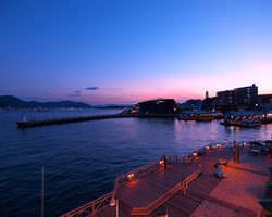 窓から見える関門海峡の景色を 眺めながらのお食事を…
