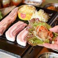美味しい豚肉を新鮮野菜で包み、サムギョプサル!