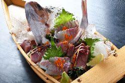 見た目鮮やかな小舟盛り!毎朝市場から仕入れる新鮮なお魚☆