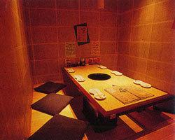 隠れ家のような個室。ホッと和む空間と距離が心地いい