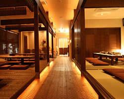 柔らかい照明とモダンな店内で お楽しみ下さい。
