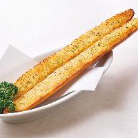フランスパンを縦にカット!!超ロングなガーリクトースト
