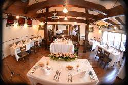 結婚式の店内。一日一組のレストランウエディングはいかがですか