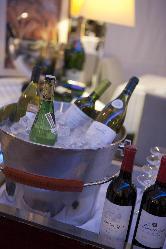 料理に合わせたワインをソムリエがセレクトします。