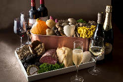 厳選された旬の食材で季節のコースをご用意。