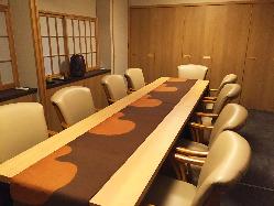 最大10名様も可能なテーブルの個室席