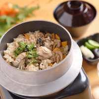 釜めし弁当も大人気。熟成鶏・鯛・牡蠣と3種類ご用意。