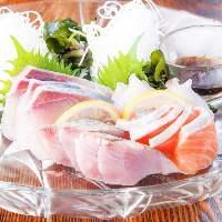 炭火焼料理のほか旬魚のお刺身盛り合わせもご堪能いただけます