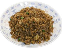 黒チャーハン 650円 特製醤油ベースの真っ黒な炒飯