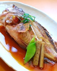 瀬戸内中心の旬の魚介を煮付けで、 職人の腕を堪能できる逸品。