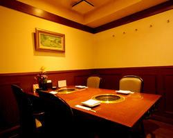ちょっと贅沢にゆったりと完全個室でお食事をお楽しみ下さい。