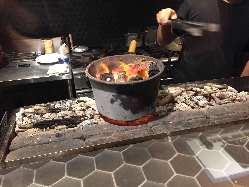 炭で焼き上げた鶏は味が引き立ちます。