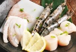 有頭エビや新鮮なイカなど、魚介類の焼きものも充実しています♪