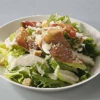 ハモンセラーノと蒸し鶏の シーザーサラダ