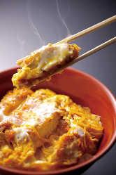 カツサクサク、卵ふわ~のカツ丼をご賞味下さい。