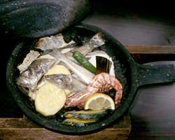 名物「ほうろく焼き」石の上で焼く 新鮮魚介をお楽しみ下さい