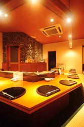 和モダン溢れる空間で職人が織り成す匠の技を間近で見れるカウンター