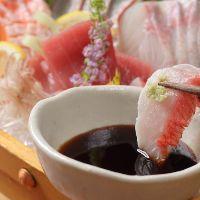 鮮魚の刺身や寿司など豪華な料理の数々でおもてなしいたします