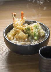 「広島かき揚蕎麦」は人気メニュー。
