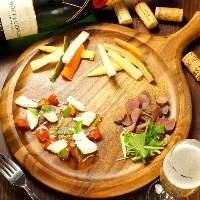 ワインに合う豊富なお料理ご用意しております。