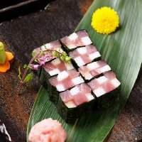 新鮮な鮮魚のお造りをお楽しみください。