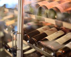 ワインも豊富に取り揃えていますので、新鮮な牡蠣と一緒に♪
