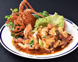 伊勢海老などの高級食材を使った中華料理をお楽しみ下さい。