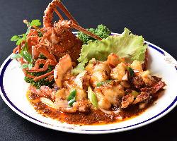 伊勢海老などの高級食材を使った中華料理をお楽しみ下さい
