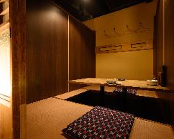 雰囲気のあるカウンターテーブルの個室はデートでいかがですか
