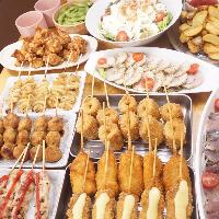 焼き鳥、串揚げ、揚物、サラダ、おつまみなど豊富なメニューが