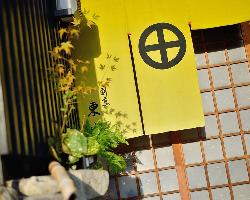 尾道特有の細く入り組んだ路地の一角に店を構える。