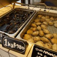 入り口付近には新鮮なムール貝の生簀が!