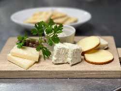 チーズ盛合せ 【900円】 ワインが進みます