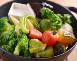 身体に優しい野菜料理と白ワイン コスパ高い肉料理と赤ワインを