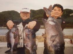 《活造り自慢》生簀には店主が釣った魚も。鮮度抜群です。