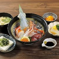 お一人様からOKな小鍋メニューも豊富。トロハタなど珍しい魚も