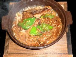 アツアツの牛ハラミの鉄板焼き、白飯のお伴にも。