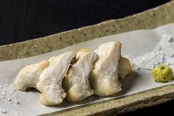 広島産の穴子は、とってもジューシー。藻塩とわさびでどうぞ!