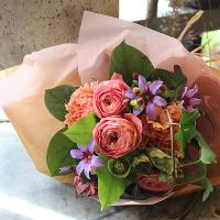 特別な日のお祝いに、花束やメッセージのご用意も承ります。