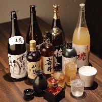 鉄板焼きとワインなどのお酒をお楽しみください。