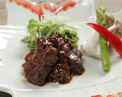『牛ハラミのタレ焼き』はジューシーな肉とタレが相性抜群